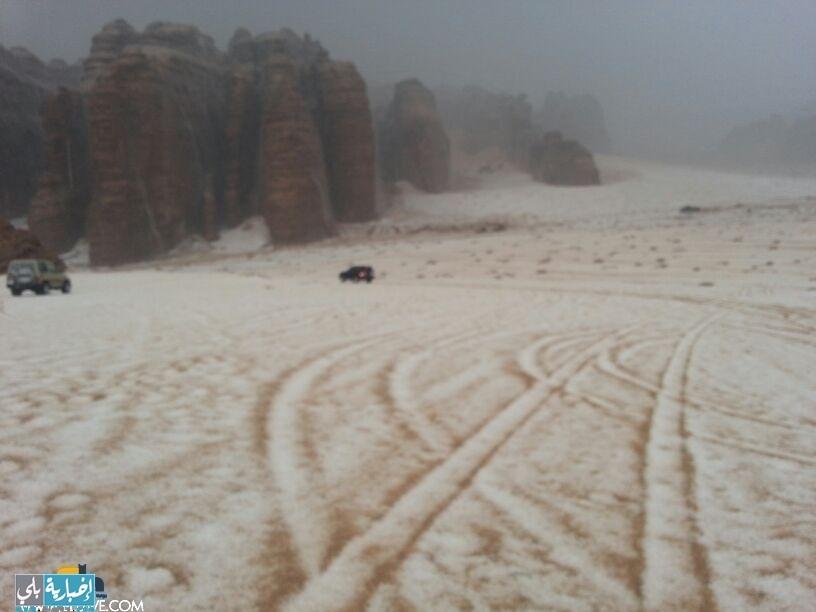 أمطار وبرد على أم طليحة وحول المزحم اليوم الإثنين ١٥/١ ( صور + فيديو )