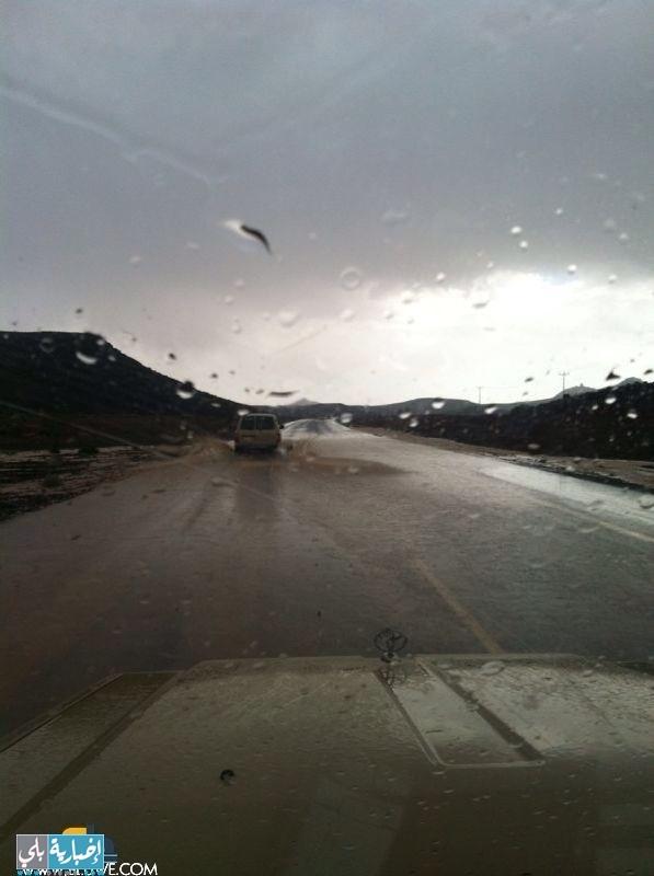 أمطار اليوم على البديعة جنوب تبوك على طريق الحرة